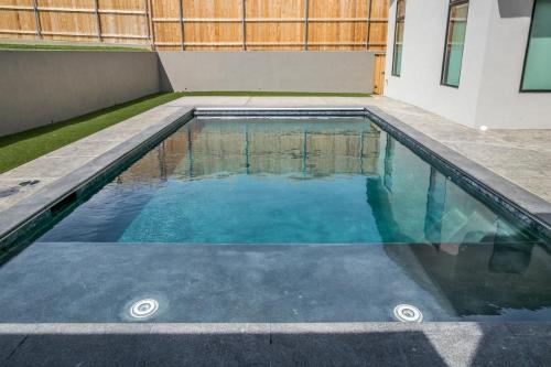 055_Pool 4