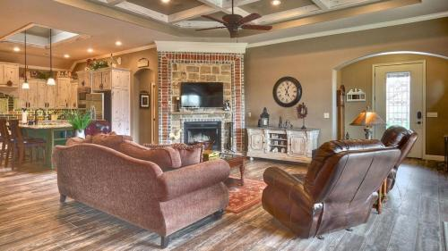 Living Rooms & Foyers